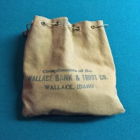 vintage-wallace-bank-trust-company-bag-casino-chips-1426298482.jpg